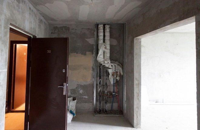 Часто впервые увидев свой новый коридор новосёлы остаются в расстроенных чувствах от увиденного маленького серого и мрачного пространства